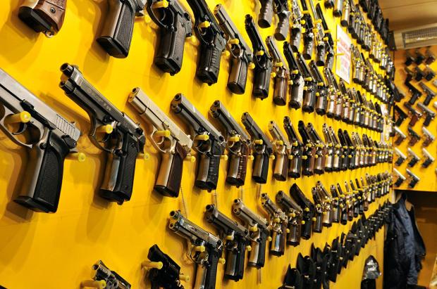 B0W948 Imitation handgun shop, fake guns, Istanbul, Turkey
