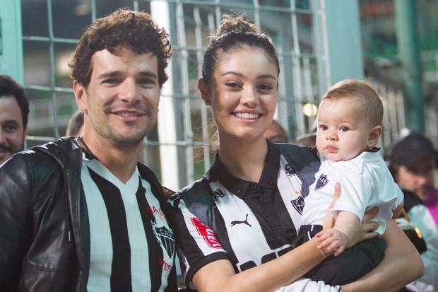 5 Famosos que torcem para o Cruzeiro e 5 que torcem para o Atlético ... 5e9b509468744